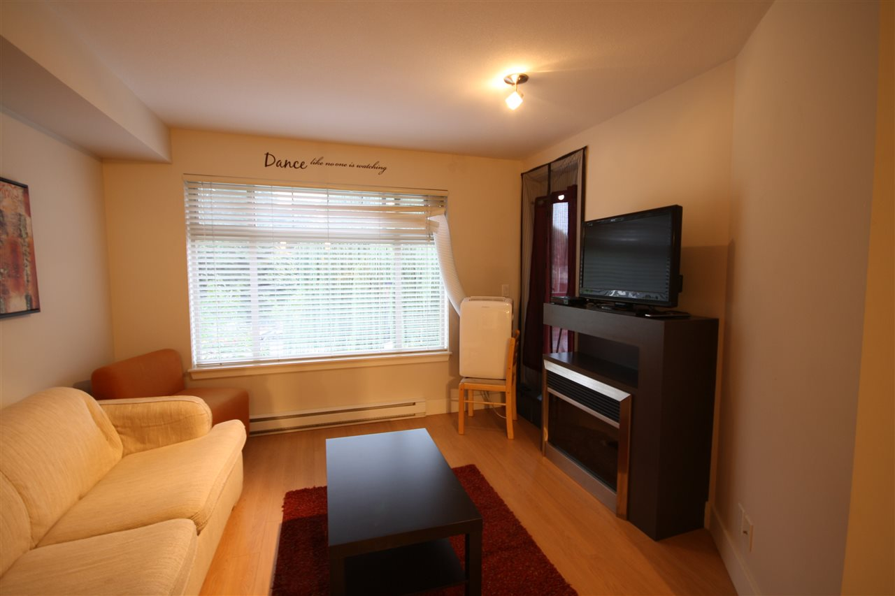 Condo Apartment at 306 2233 MCKENZIE ROAD, Unit 306, Abbotsford, British Columbia. Image 4