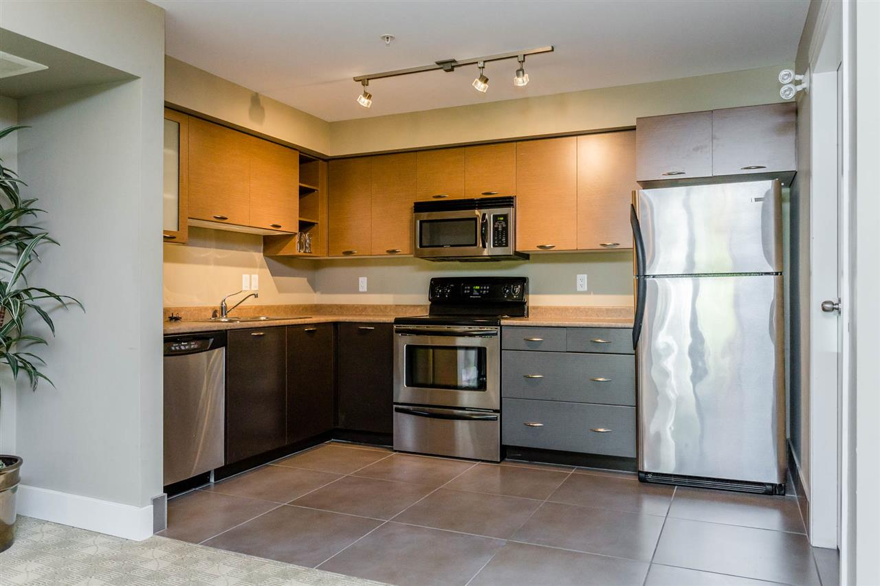 Condo Apartment at 306 2233 MCKENZIE ROAD, Unit 306, Abbotsford, British Columbia. Image 18