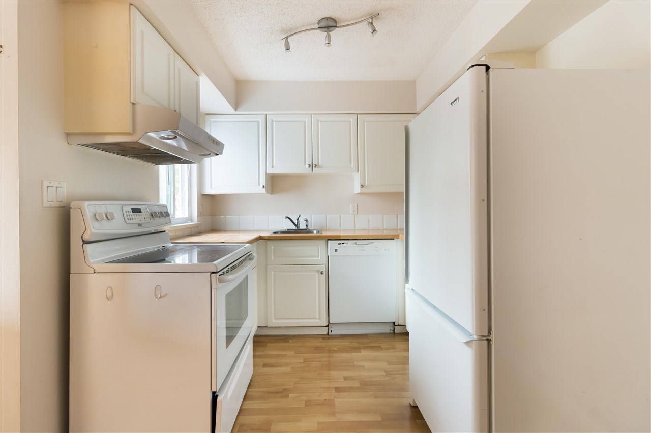 Townhouse at 961 HOWIE AVENUE, Coquitlam, British Columbia. Image 3