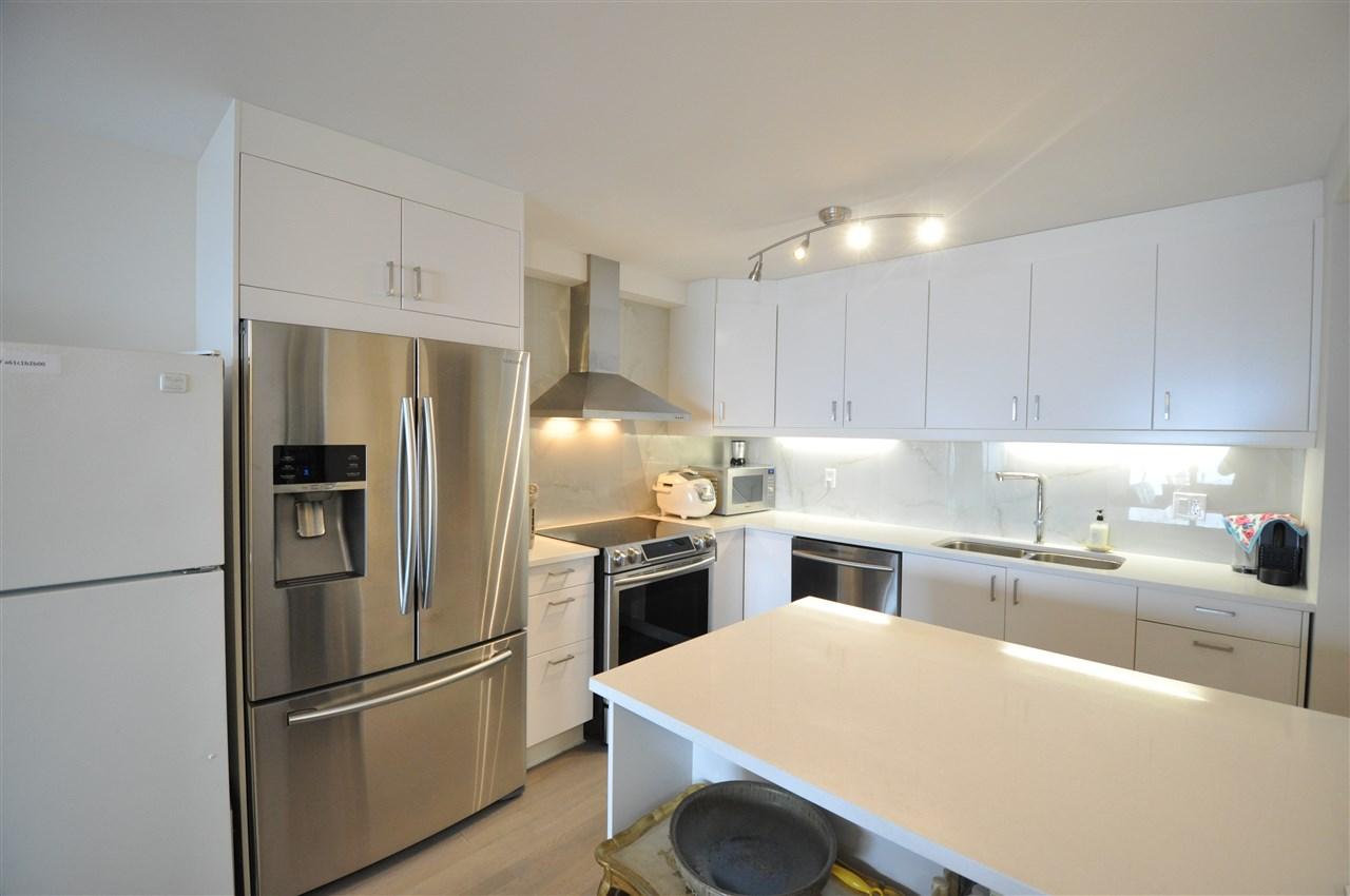 Condo Apartment at 111 2274 FOLKESTONE WAY, Unit 111, West Vancouver, British Columbia. Image 6