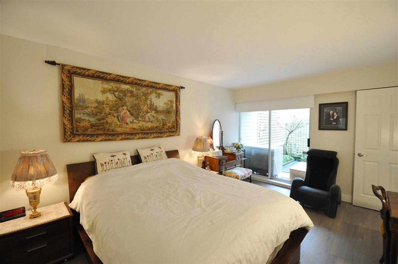 Condo Apartment at 111 2274 FOLKESTONE WAY, Unit 111, West Vancouver, British Columbia. Image 12