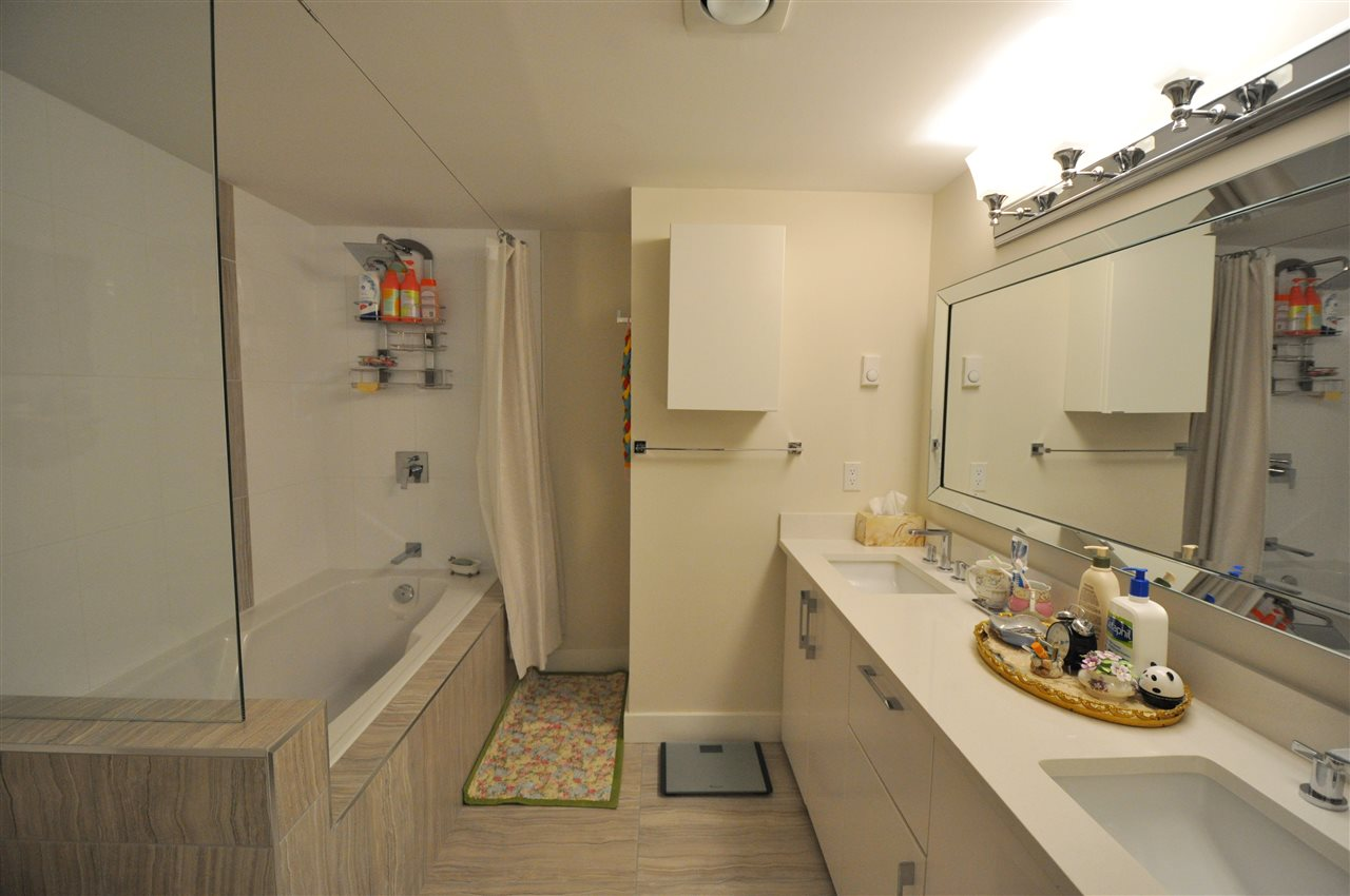 Condo Apartment at 111 2274 FOLKESTONE WAY, Unit 111, West Vancouver, British Columbia. Image 14