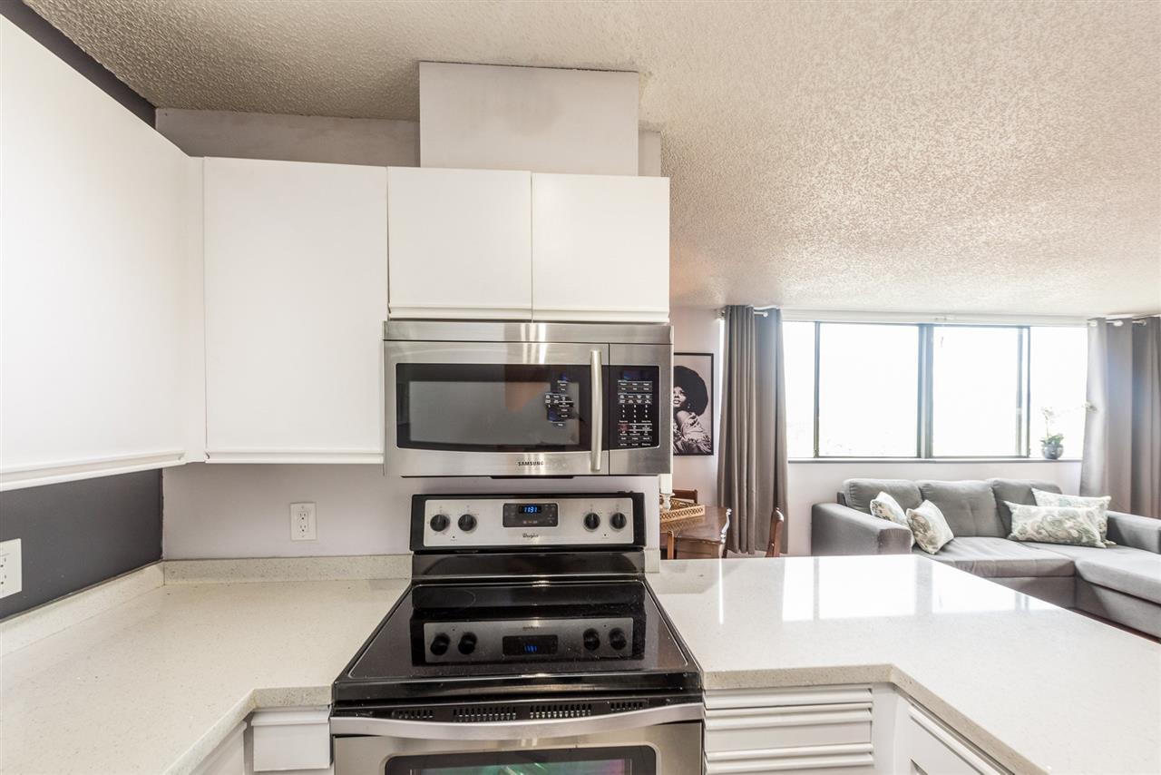 Condo Apartment at 1306 3970 CARRIGAN COURT, Unit 1306, Burnaby North, British Columbia. Image 6