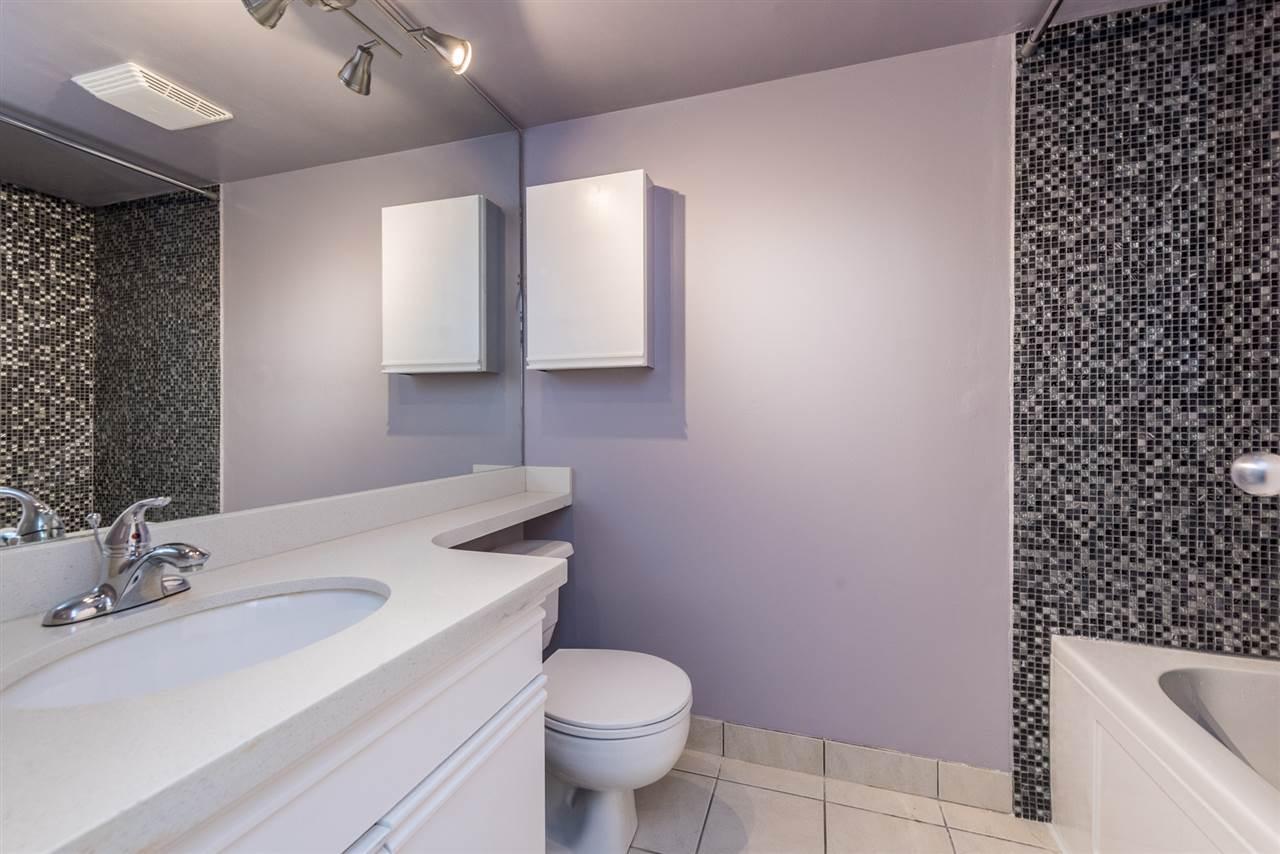 Condo Apartment at 1306 3970 CARRIGAN COURT, Unit 1306, Burnaby North, British Columbia. Image 12