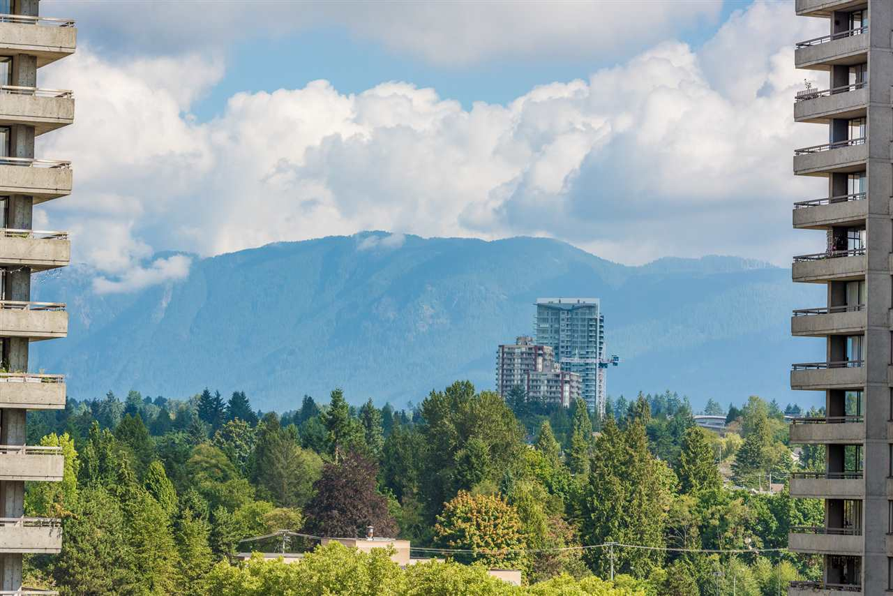 Condo Apartment at 1306 3970 CARRIGAN COURT, Unit 1306, Burnaby North, British Columbia. Image 17