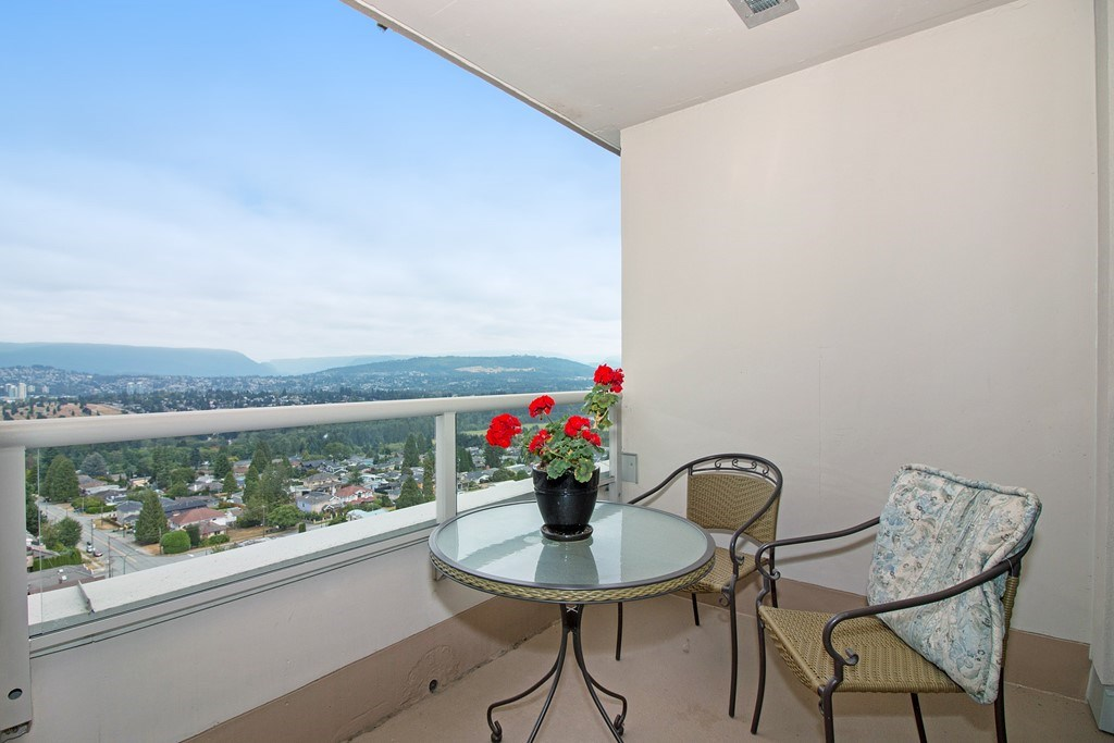 Condo Apartment at 1904 6055 NELSON AVENUE, Unit 1904, Burnaby South, British Columbia. Image 15