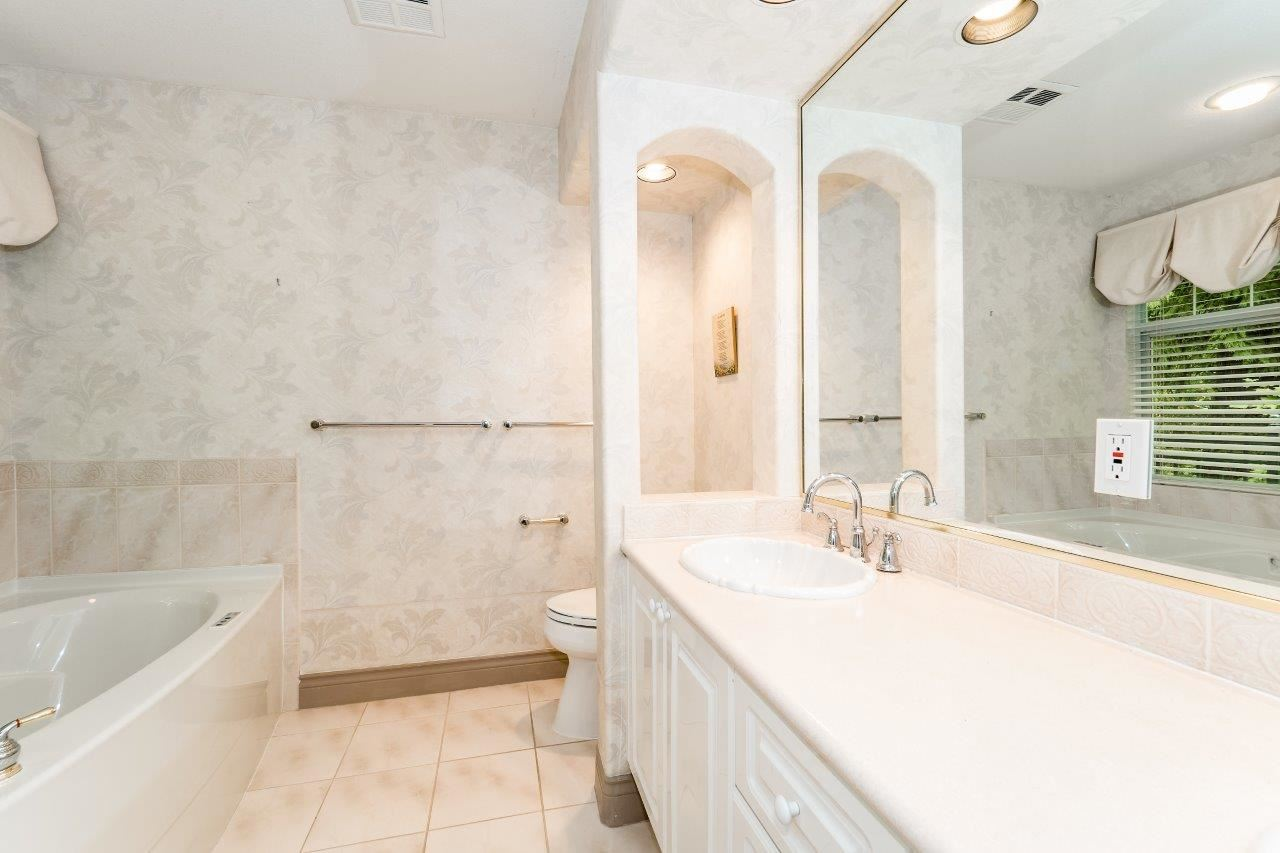 Townhouse at 1053 STRATHAVEN DRIVE, North Vancouver, British Columbia. Image 7