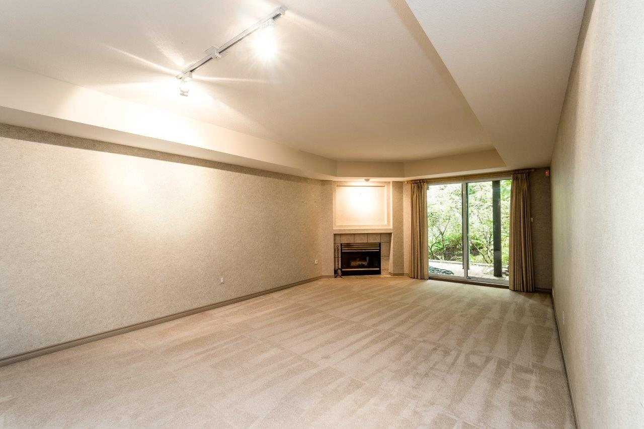 Townhouse at 1053 STRATHAVEN DRIVE, North Vancouver, British Columbia. Image 9