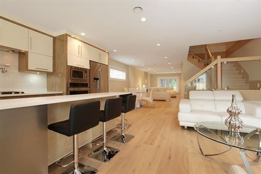 Half-duplex at 233 W 19TH STREET, North Vancouver, British Columbia. Image 6