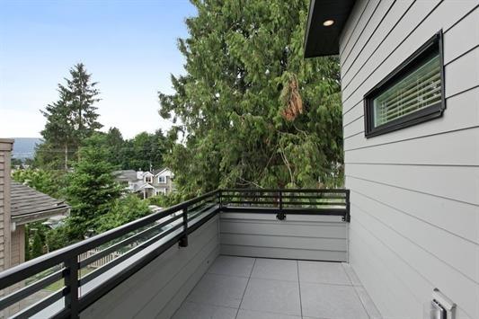 Half-duplex at 233 W 19TH STREET, North Vancouver, British Columbia. Image 10