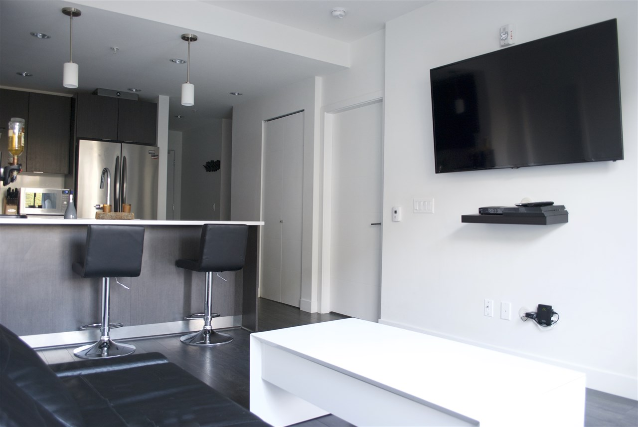 Condo Apartment at 517 733 W 3RD STREET, Unit 517, North Vancouver, British Columbia. Image 5