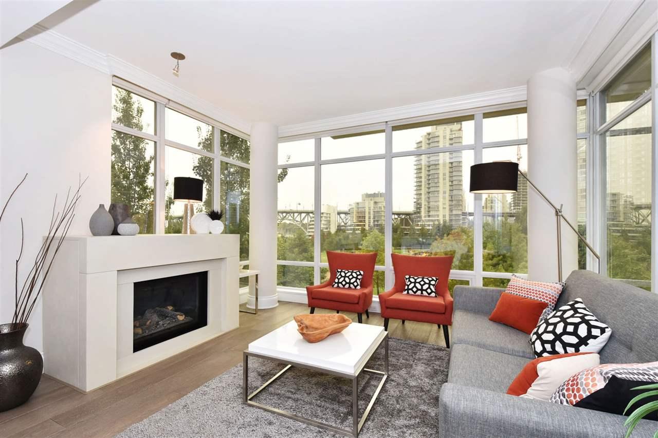 Condo Apartment at 603 428 BEACH CRESCENT, Unit 603, Vancouver West, British Columbia. Image 2