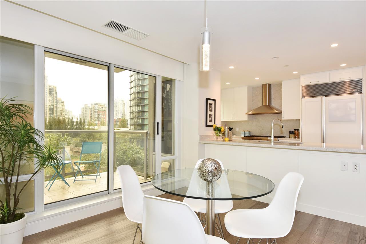 Condo Apartment at 603 428 BEACH CRESCENT, Unit 603, Vancouver West, British Columbia. Image 6