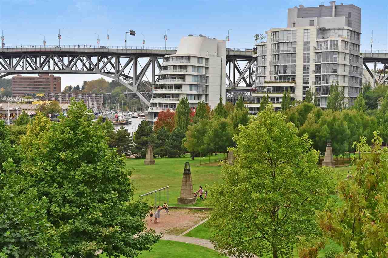 Condo Apartment at 603 428 BEACH CRESCENT, Unit 603, Vancouver West, British Columbia. Image 17
