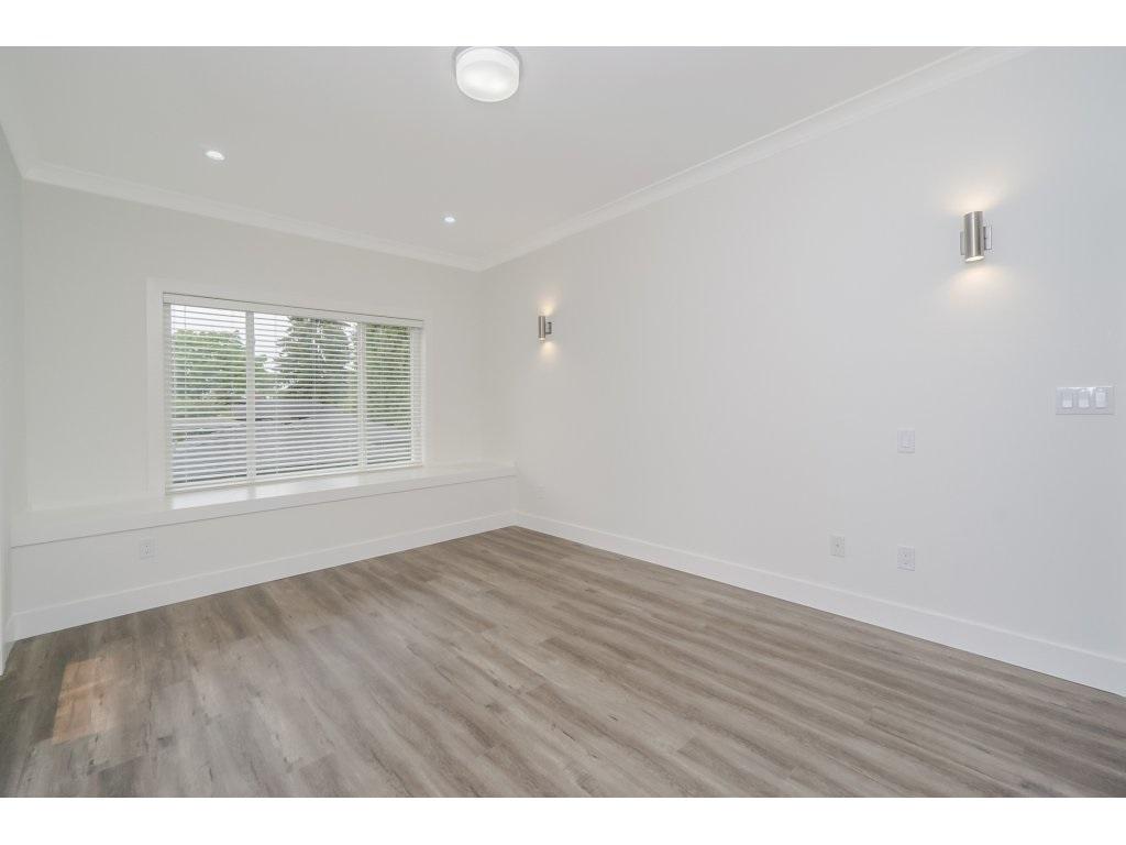 Half-duplex at 8231 16TH AVENUE, Burnaby East, British Columbia. Image 16