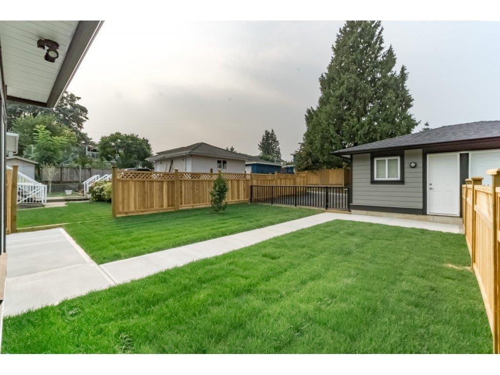 Half-duplex at 8231 16TH AVENUE, Burnaby East, British Columbia. Image 19