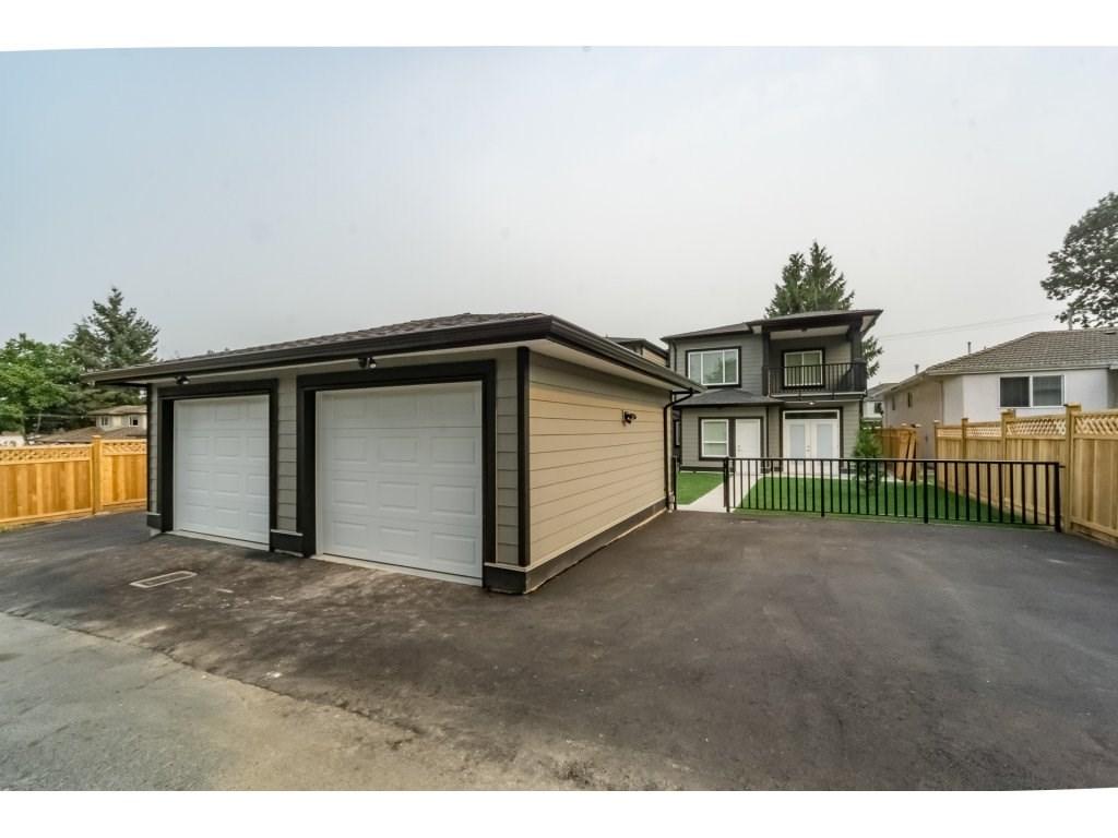 Half-duplex at 8231 16TH AVENUE, Burnaby East, British Columbia. Image 20