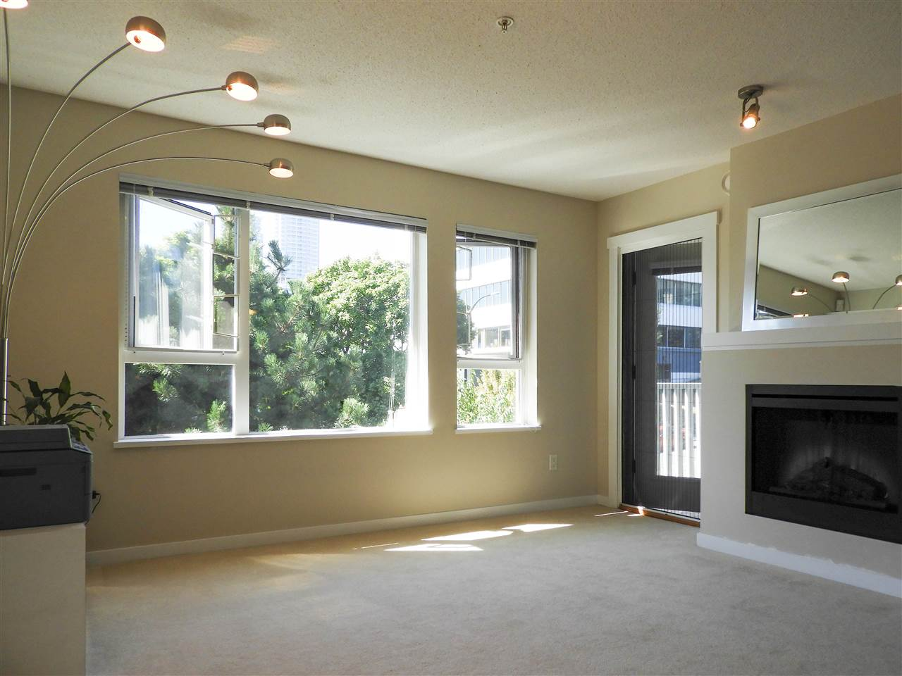 Condo Apartment at 308 4723 DAWSON STREET, Unit 308, Burnaby North, British Columbia. Image 6