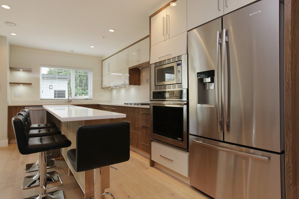 Half-duplex at 231 W 19TH STREET, North Vancouver, British Columbia. Image 7
