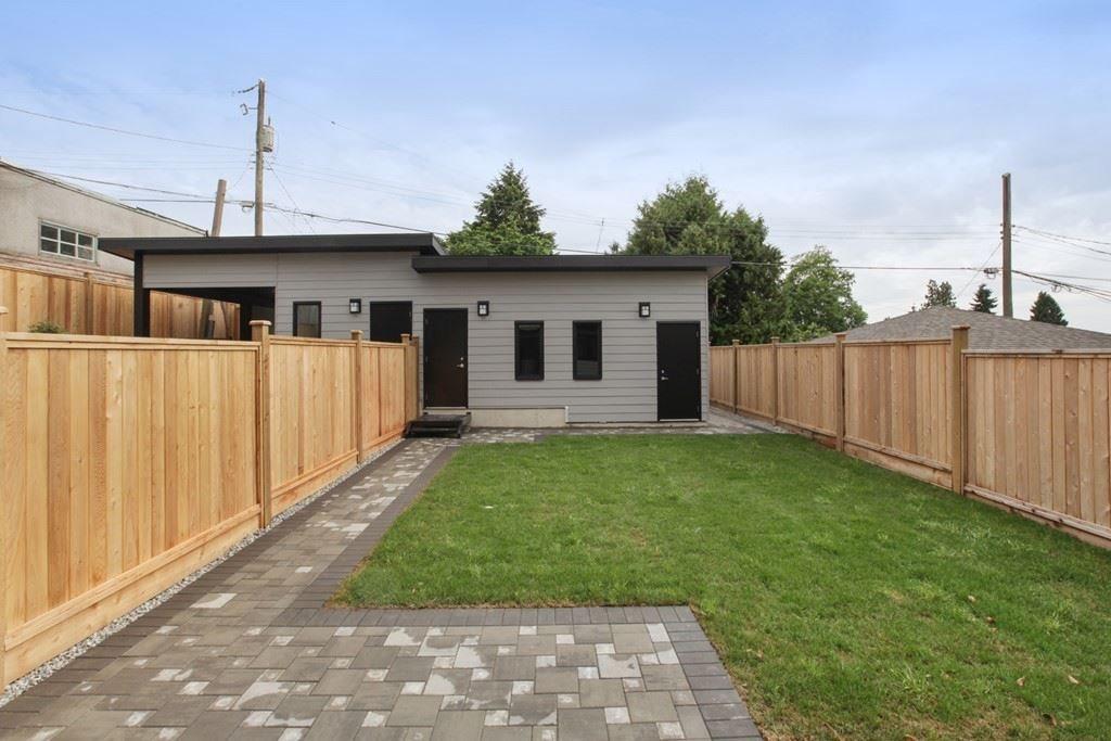 Half-duplex at 231 W 19TH STREET, North Vancouver, British Columbia. Image 19