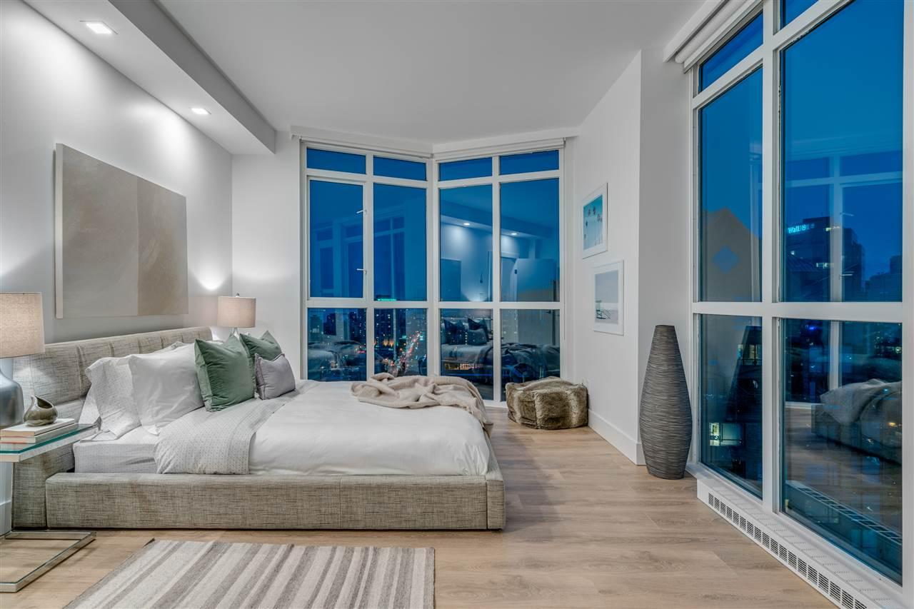 Condo Apartment at PH3 1188 HOWE STREET, Unit PH3, Vancouver West, British Columbia. Image 11