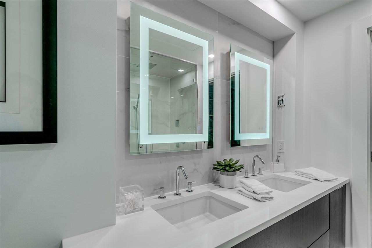 Condo Apartment at PH3 1188 HOWE STREET, Unit PH3, Vancouver West, British Columbia. Image 13