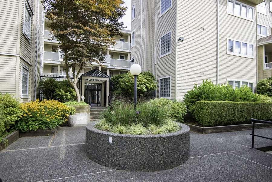 Condo Apartment at 303 7620 COLUMBIA STREET, Unit 303, Vancouver West, British Columbia. Image 2