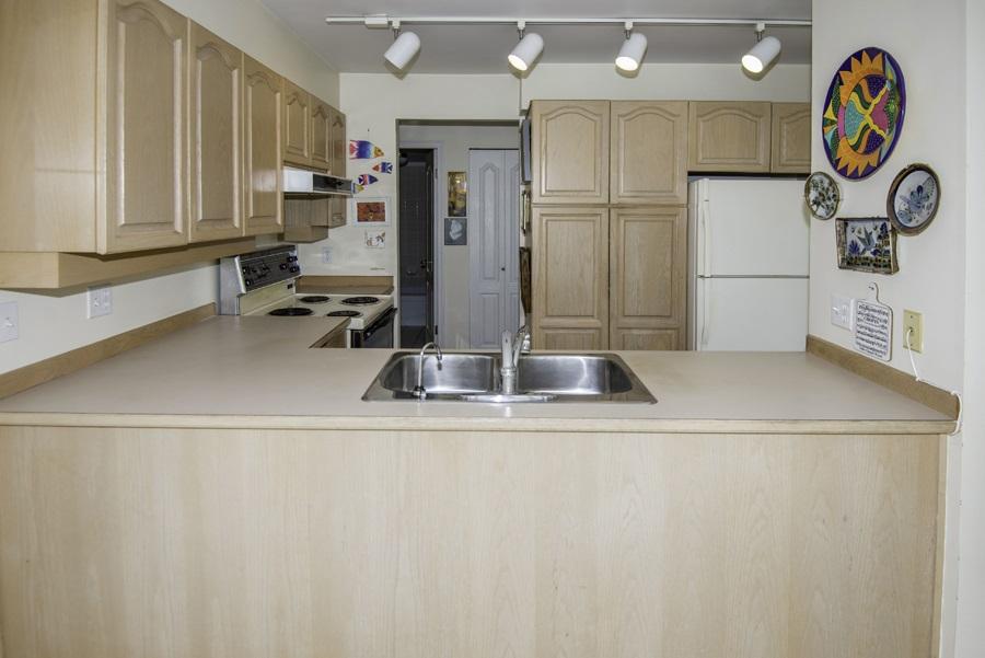 Condo Apartment at 303 7620 COLUMBIA STREET, Unit 303, Vancouver West, British Columbia. Image 6