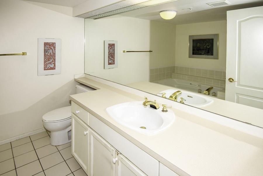 Condo Apartment at 303 7620 COLUMBIA STREET, Unit 303, Vancouver West, British Columbia. Image 10