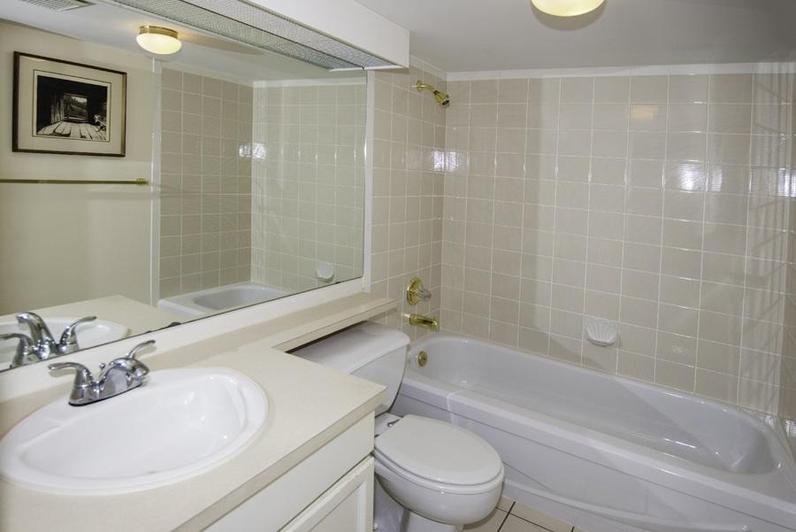 Condo Apartment at 303 7620 COLUMBIA STREET, Unit 303, Vancouver West, British Columbia. Image 12