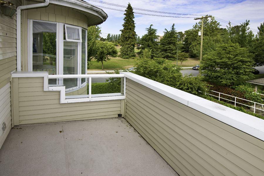 Condo Apartment at 303 7620 COLUMBIA STREET, Unit 303, Vancouver West, British Columbia. Image 15