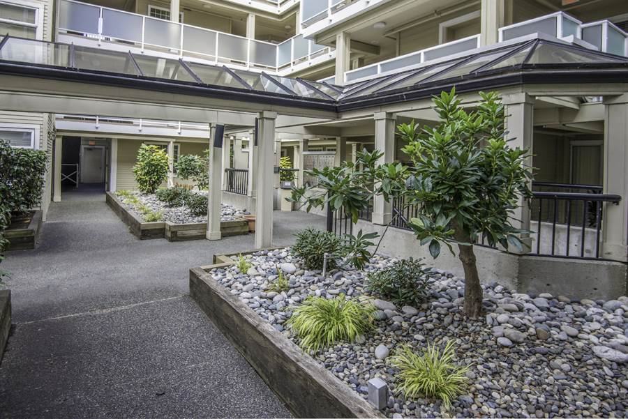Condo Apartment at 303 7620 COLUMBIA STREET, Unit 303, Vancouver West, British Columbia. Image 16