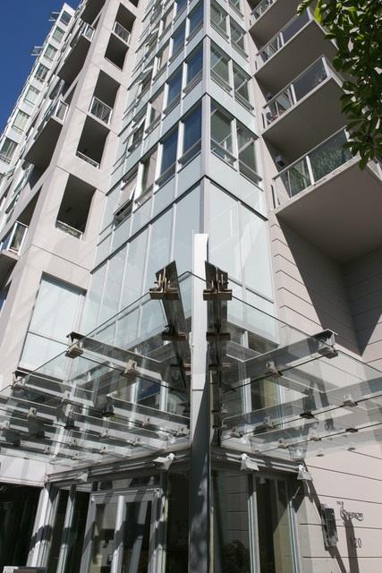 Condo Apartment at 403 120 W 16TH STREET, Unit 403, North Vancouver, British Columbia. Image 1