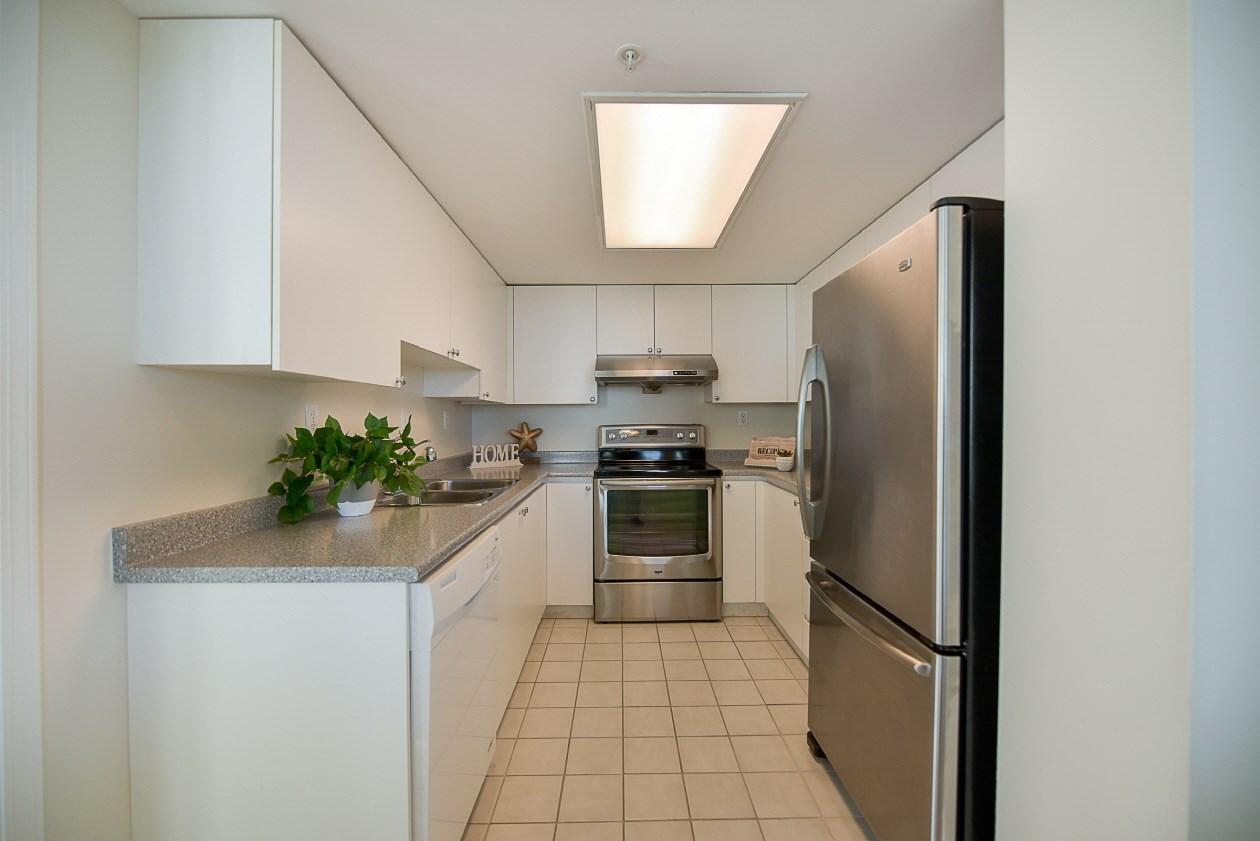 Condo Apartment at 1901 10082 148 STREET, Unit 1901, North Surrey, British Columbia. Image 9