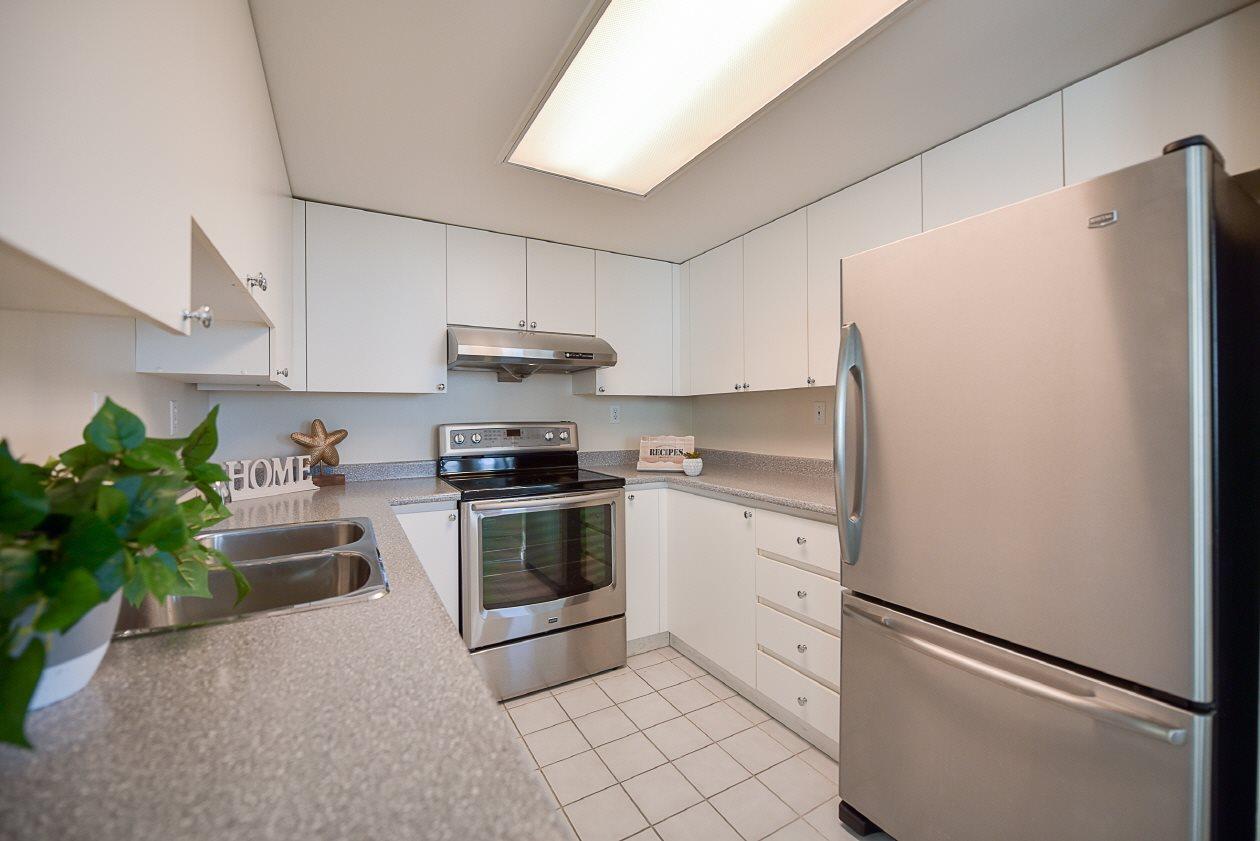 Condo Apartment at 1901 10082 148 STREET, Unit 1901, North Surrey, British Columbia. Image 10