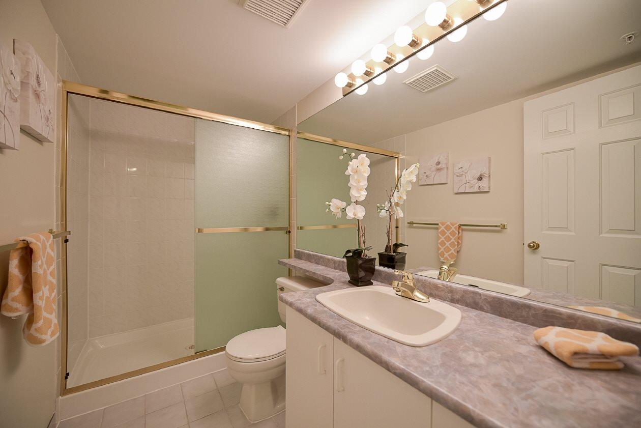 Condo Apartment at 1901 10082 148 STREET, Unit 1901, North Surrey, British Columbia. Image 14