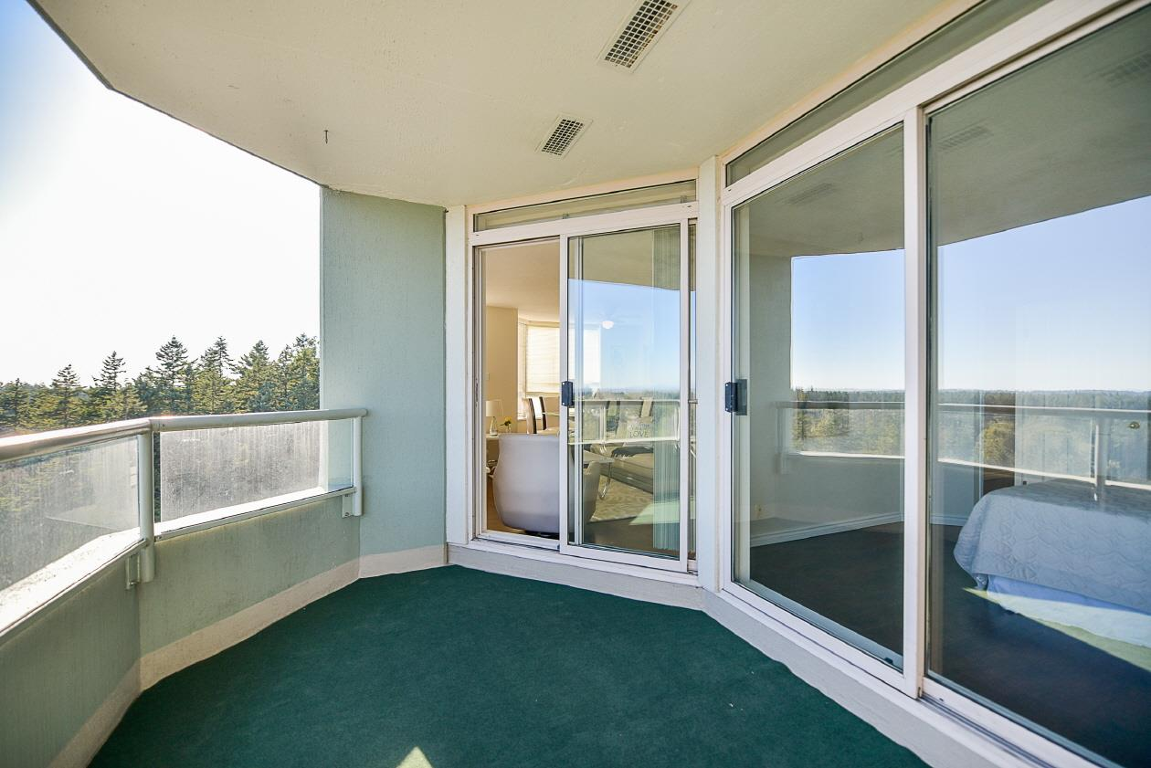 Condo Apartment at 1901 10082 148 STREET, Unit 1901, North Surrey, British Columbia. Image 16