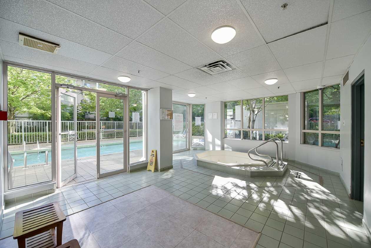 Condo Apartment at 1901 10082 148 STREET, Unit 1901, North Surrey, British Columbia. Image 18