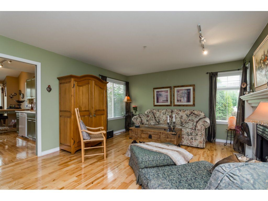 Townhouse at 42 20761 TELEGRAPH TRAIL TRAIL, Unit 42, Langley, British Columbia. Image 3