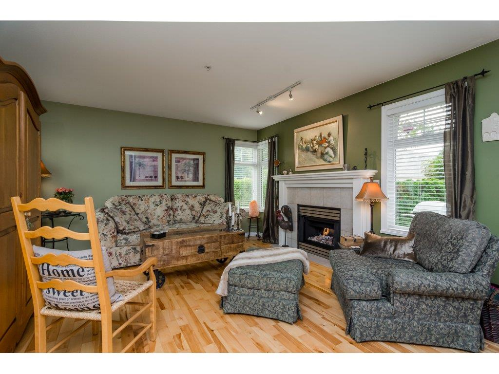 Townhouse at 42 20761 TELEGRAPH TRAIL TRAIL, Unit 42, Langley, British Columbia. Image 4