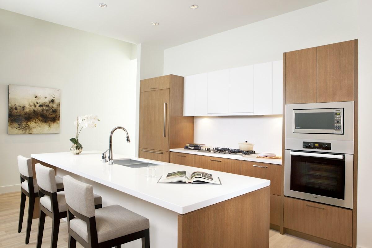 Condo Apartment at 204 768 ARTHUR ERICKSON PLACE, Unit 204, West Vancouver, British Columbia. Image 3