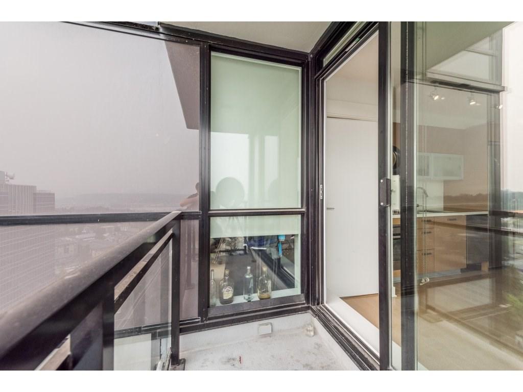 Condo Apartment at 2410 10777 UNIVERSITY DRIVE, Unit 2410, North Surrey, British Columbia. Image 2