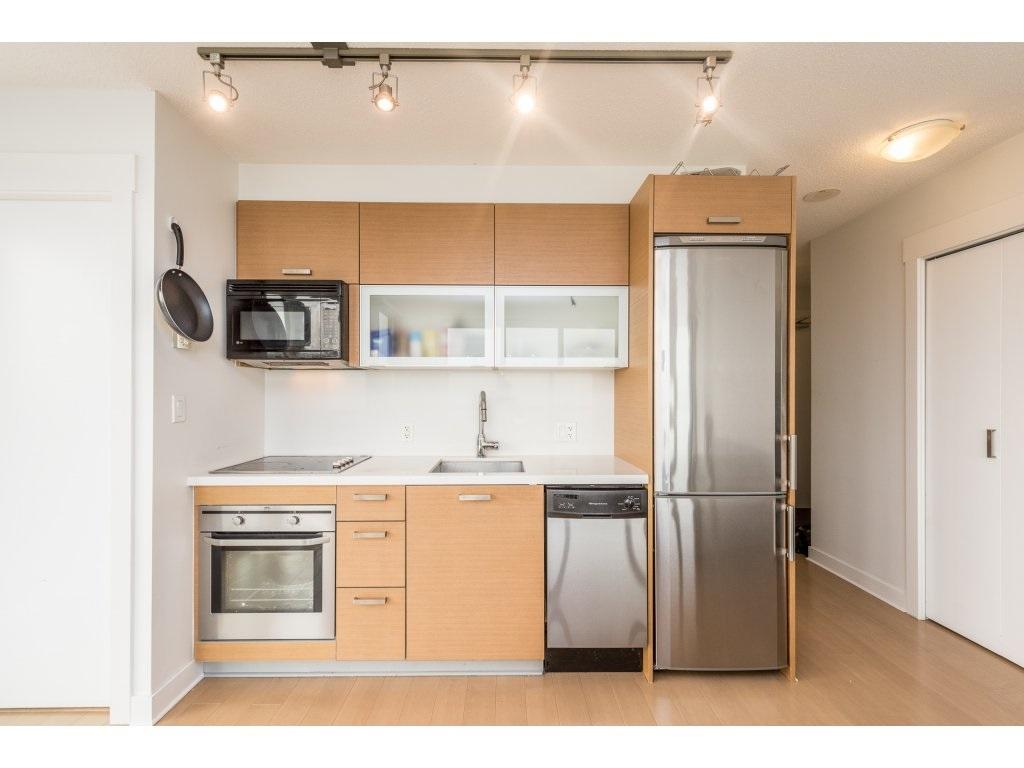 Condo Apartment at 2410 10777 UNIVERSITY DRIVE, Unit 2410, North Surrey, British Columbia. Image 6