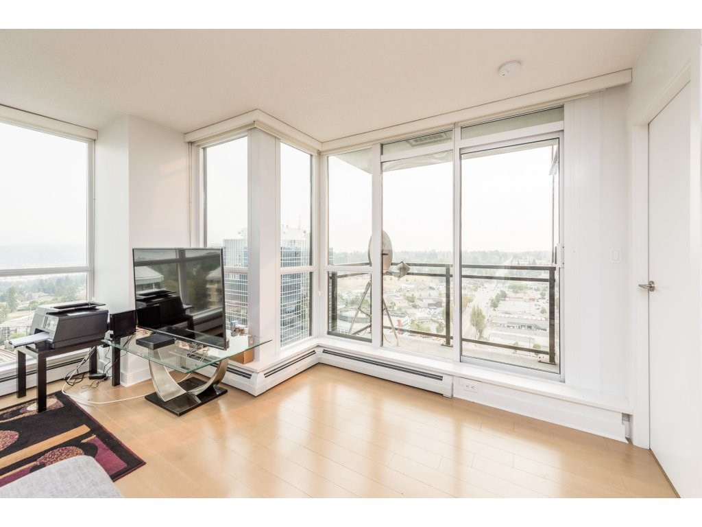 Condo Apartment at 2410 10777 UNIVERSITY DRIVE, Unit 2410, North Surrey, British Columbia. Image 10