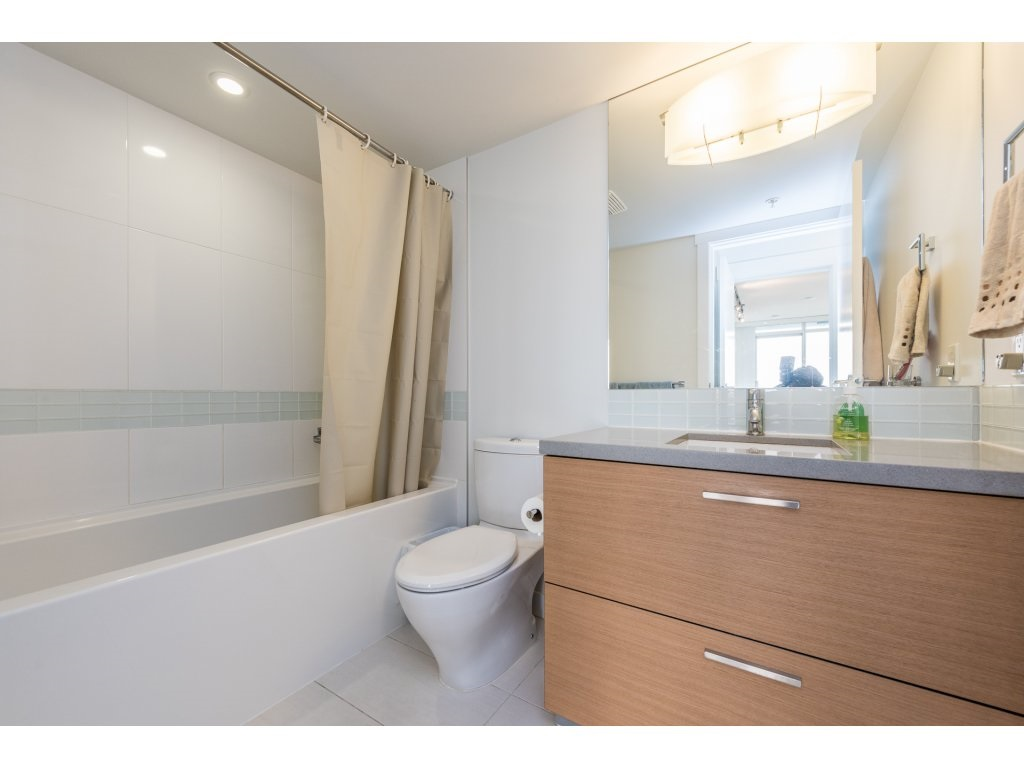 Condo Apartment at 2410 10777 UNIVERSITY DRIVE, Unit 2410, North Surrey, British Columbia. Image 14
