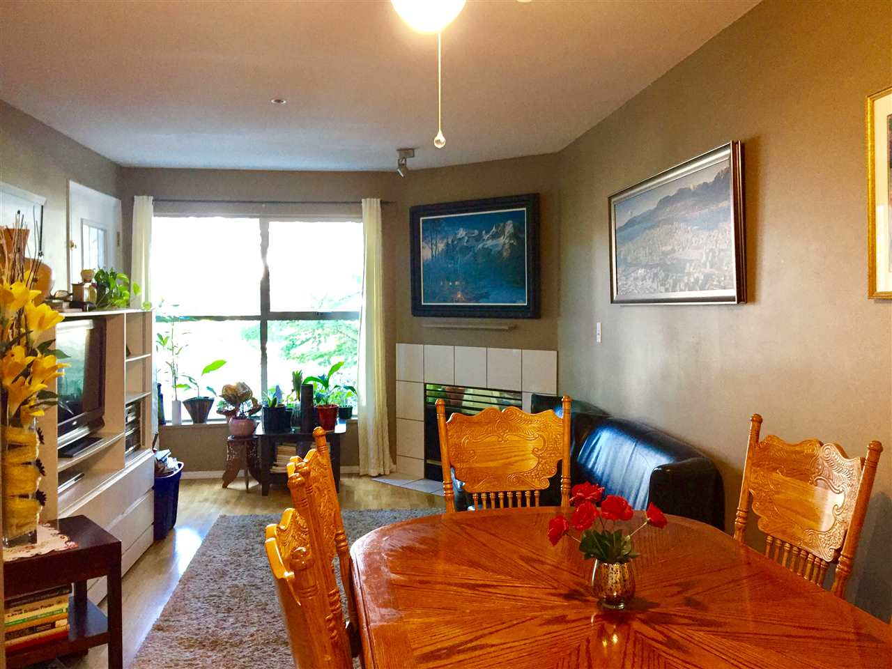 Condo Apartment at 307 509 CARNARVON STREET, Unit 307, New Westminster, British Columbia. Image 2
