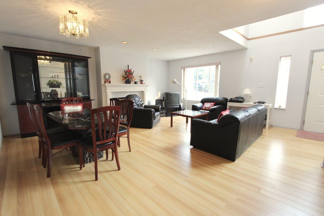 Half-duplex at 203 E 40TH AVENUE, Vancouver East, British Columbia. Image 2
