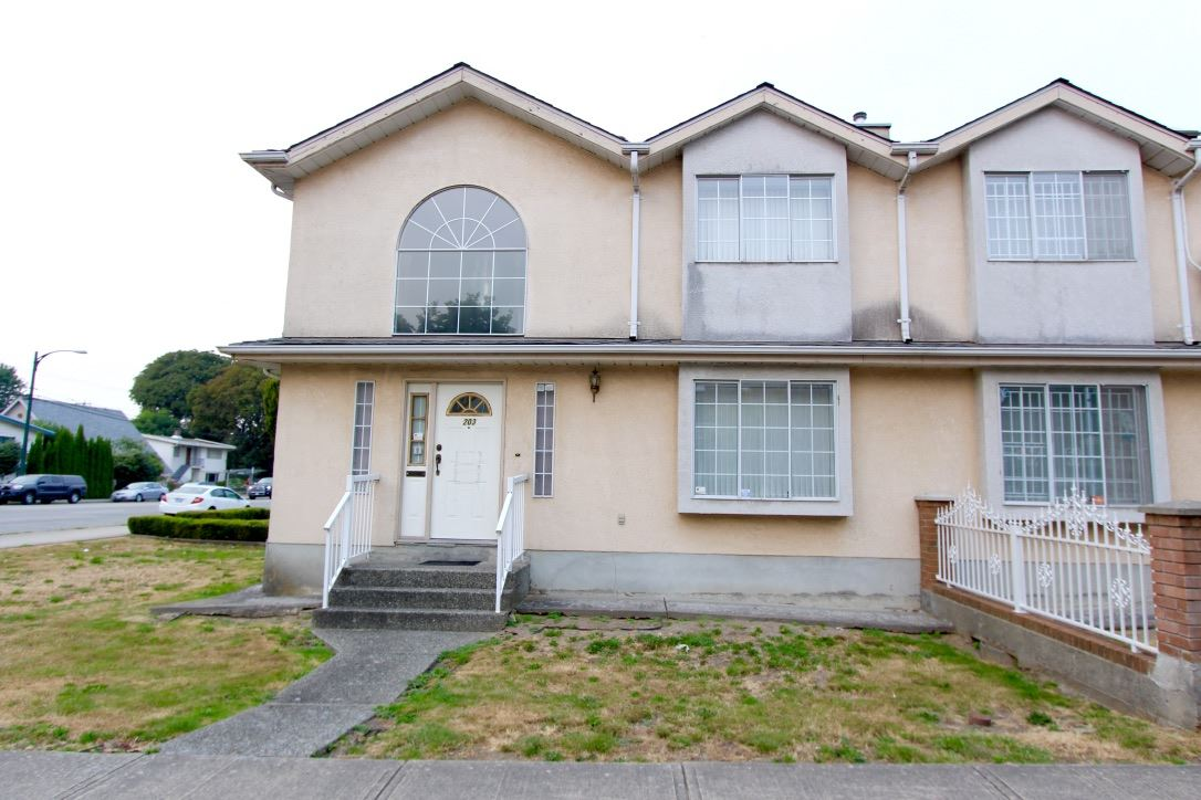 Half-duplex at 203 E 40TH AVENUE, Vancouver East, British Columbia. Image 13
