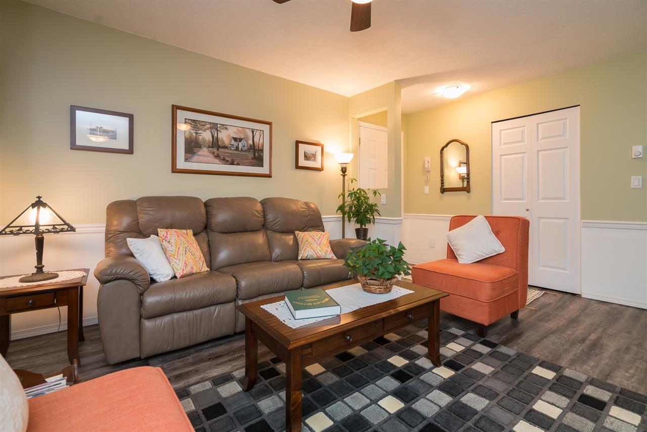 Condo Apartment at 38 2938 TRAFALGAR STREET, Unit 38, Abbotsford, British Columbia. Image 3