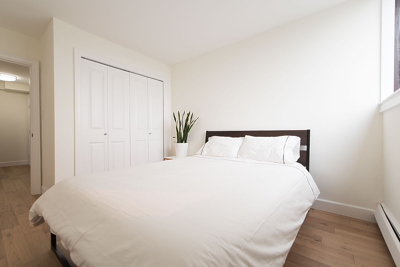 Condo Apartment at 1104 555 13TH STREET, Unit 1104, West Vancouver, British Columbia. Image 15